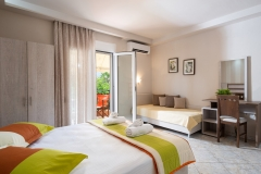 Sarti-Hotel-Ammos-Rooms-Apartments-Studios-Halkidiki-triple-007